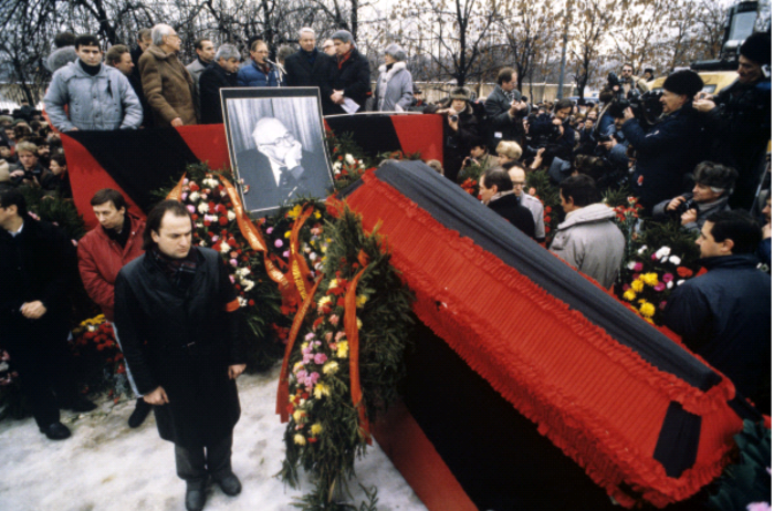 Lev Ponomarev: Shared public grief at Sakharov's parting
